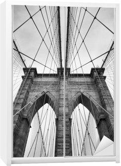 Schrankaufkleber Brooklyn-Brücke New York City schließen architektonisches Detail in zeitlosem Schwarz und Weiß