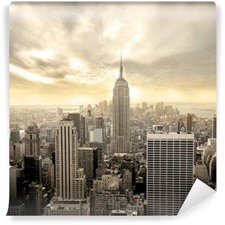 Selbstklebende Fototapete Bewölkter Himmel über Manhattan