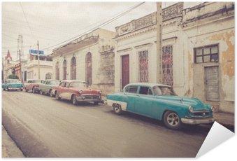 Selbstklebendes Poster Oldtimer an der Straße | Kuba