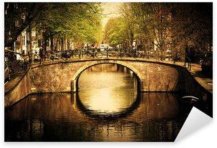 Pixerstick Sticker Amsterdam. Romantische brug over kanaal.