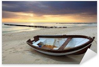 Sticker Pixerstick Bateau sur la plage magnifique lever de soleil
