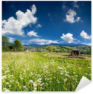 Sticker Pixerstick Beau paysage d'été dans le village de montagne avec un champ