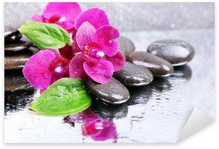 Sticker Pixerstick Composition avec une belle floraison d'orchidées avec des gouttes d'eau et