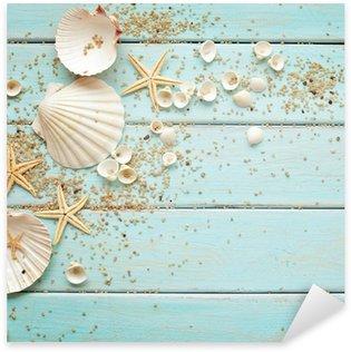 Sticker Pixerstick Coquillages cadre sur fond de bois. frontière nautique