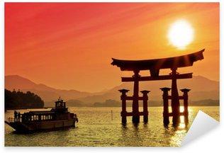 Sticker Pixerstick Coucher de soleil vue de Torii, Miyajima, Japon