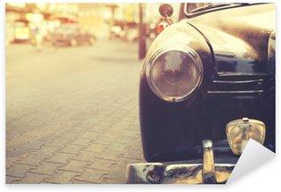 Sticker Pixerstick Détail de la lampe de phare voiture classique garée en milieu urbain - style d'effet de filtre cru