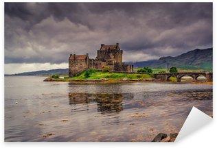 Sticker Pixerstick Eilean Donan Castle, Highlands, en Ecosse