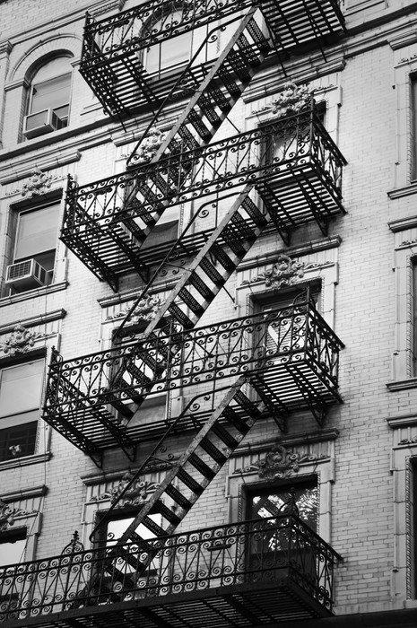 façade avec escalier de secours noir et blanc - new-york sticker