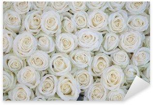 Pixerstick Sticker Groep van witte rozen na een regendouche