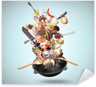 Pixerstick Sticker Grote ijzeren koekenpan met dalende groenten en paddestoelen