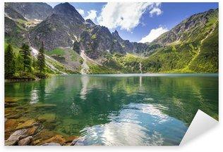 Pixerstick Sticker Het mooie landschap van de Tatra bergen en het meer in Polen