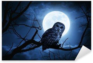 Sticker Pixerstick Hibou Montres Attentivement éclairé par la pleine lune la nuit d'Halloween