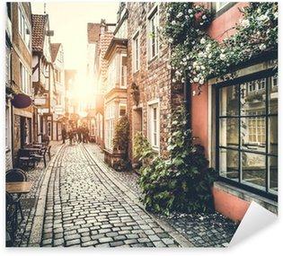 Pixerstick Sticker Historische straat in Europa bij zonsondergang met retro vintage effect