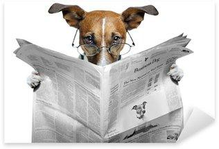 Pixerstick Sticker Hond lezen van een krant