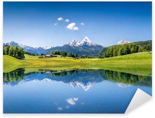 Pixerstick Sticker Idyllische zomer landschap met bergen meer en de Alpen