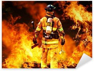 Pixerstick Sticker In de brand, een Firefighter zoekt naar mogelijke overlevenden