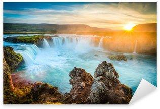 Sticker Pixerstick Islande, Godafoss au coucher du soleil, belle chute d'eau, longue exposition