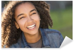 Sticker Pixerstick Mixed Race africaine American Girl Adolescent With Teeth Parfait