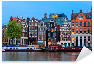 Pixerstick Sticker Nacht uitzicht op de stad van de Amsterdamse gracht met Nederlandse huizen