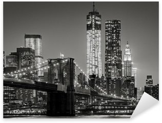 Pixerstick Sticker New York bij nacht. Brooklyn Bridge, Lower Manhattan - Black een