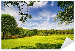 Sticker Pixerstick Parc de la ville avec pelouse verte et quelques arbres