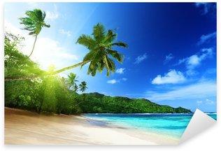 Sticker Pixerstick Plage de coucher du soleil sur l'île de Mahé aux Seychelles