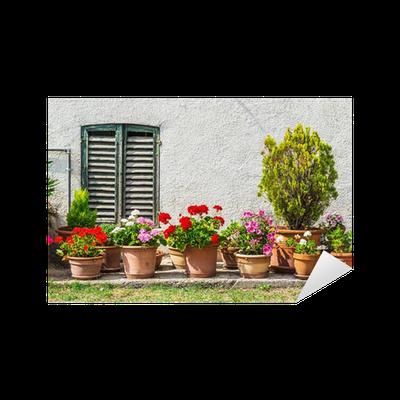 sticker portes et fen tres dans une ancienne maison d cor es avec des fleurs pixers nous. Black Bedroom Furniture Sets. Home Design Ideas