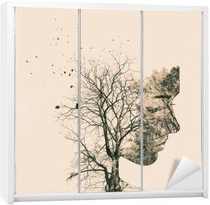 Sticker pour Armoire Double portrait d'exposition des jeunes femme et arbres de l'automne.