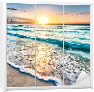 Sticker pour Armoire Lever de soleil sur la plage à Cancun