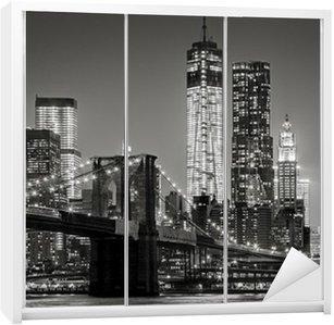 Sticker pour Armoire New York, par nuit. Pont de Brooklyn, Lower Manhattan - un Noir