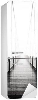 Sticker pour Frigo Voir le pont en bois pour piétons dans la brume