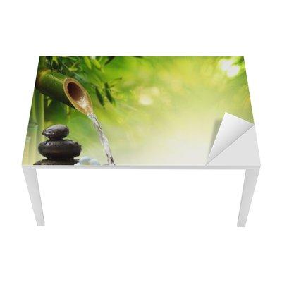 Sticker pour Table et Bureau Spa pierres dans le jardin avec de l'eau d'écoulement