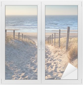 Sticker pour Vitres et Fenêtres Chemin de plage de la mer du Nord dans le soleil d'or