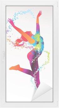Sticker pour Vitres et Fenêtres La jeune fille danse avec des taches colorées et éclaboussures sur un bac de lumière