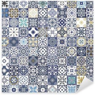 Pixerstick Sticker Prachtige bloemen patchwork design. Kleurrijke Marokkaanse of mediterrane vierkante tegels, tribale ornamenten. Voor behangdruk, patroonvullingen, webpagina achtergrond, oppervlaktestructuren. Indigo blauw wit blauwgroen