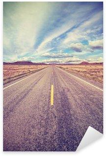Sticker Pixerstick Retro stylisé route du désert, concept aventure Voyage.