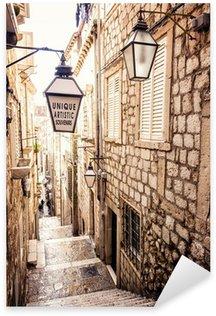 Pixerstick Sticker Steile trappen en smalle straat in de oude stad van Dubrovnik