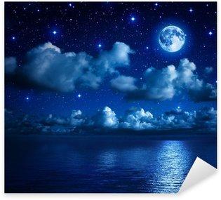 Sticker Pixerstick Superbe lune dans le ciel étoilé avec les nuages et la mer