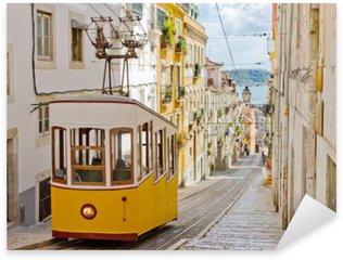 Sticker Pixerstick Tramway historique dans une rue de Lisbonne