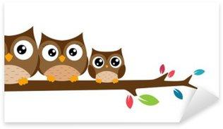 Pixerstick Sticker Uilen familie zat op een boomtak
