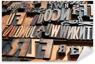 Sticker Pixerstick Un tas de vieux millésime caractères d'imprimerie en bois de presses.