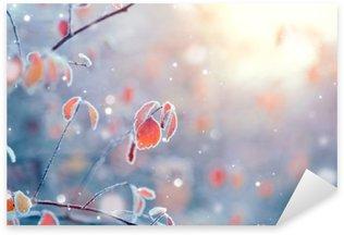 Pixerstick Sticker Winter natuur achtergrond. Bevroren tak met bladeren close-up