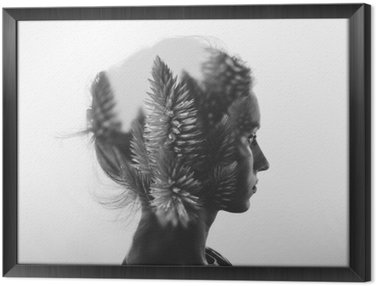 Tableau en Cadre Double exposition Creative avec le portrait de la jeune fille et des fleurs, monochrome