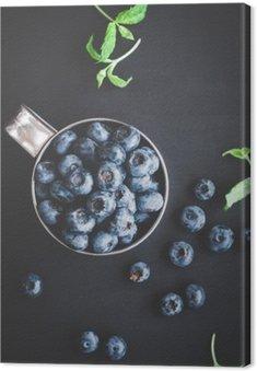 Tableau sur Toile Blueberry sur fond noir. Vue de dessus, à plat