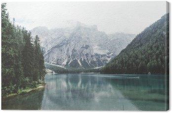 Tableau sur Toile Lac Braies avec de l'eau verte et les montagnes avec trees__