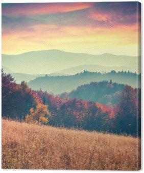 Tableau sur Toile Lever de soleil coloré d'automne dans les montagnes des Carpates.