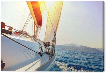 Tableau sur Toile Yacht voile contre le coucher du soleil. Voilier. Yachting. Voile