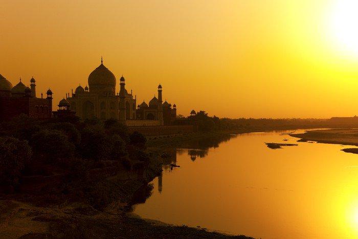 Obraz na Płótnie Taj Mahal z rzeki Jamuny o zachodzie słońca, w Indiach. - Azja
