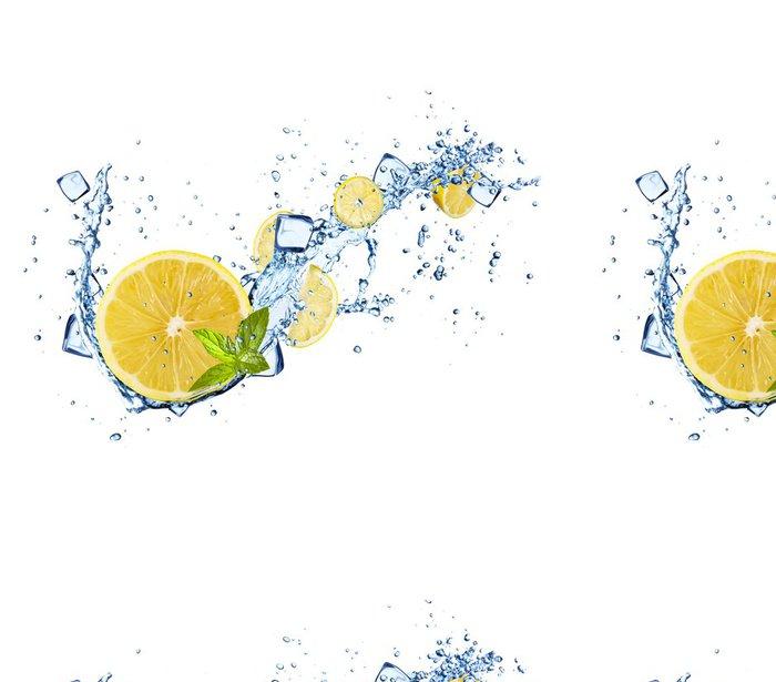 Vinyltapete Zitronen-Scheiben in Wasser spritzt auf weiß - Wandtattoo
