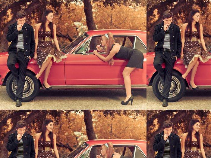 Tapeta Pixerstick 60. nebo 50. léta styl image mladé lidi s autem - Témata